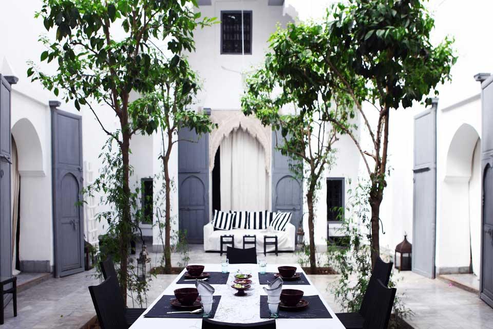 Dar Kawa - la décoration du patio et du salon par Valérie Barkowski