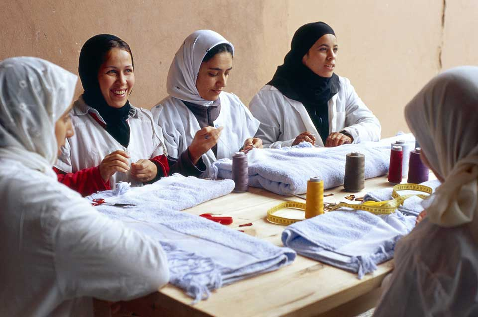 making pompons valerie barkowski fabrication marrakech