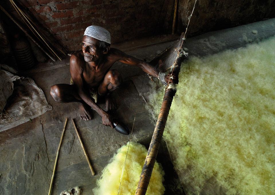making-felt-handmade-artisan-india