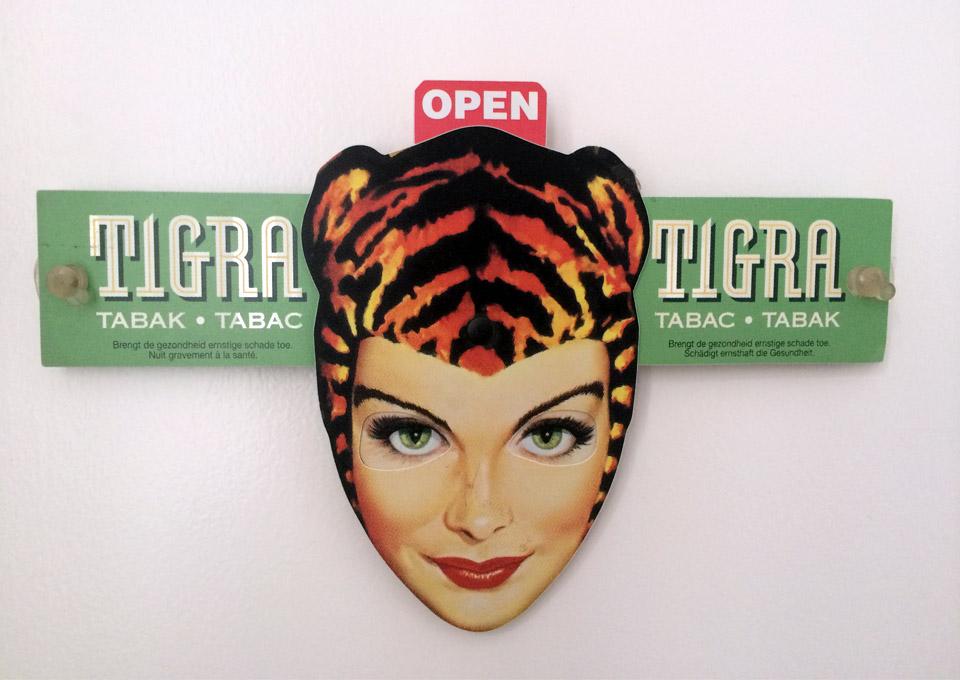 tigra-woman-tabac-open-eyes