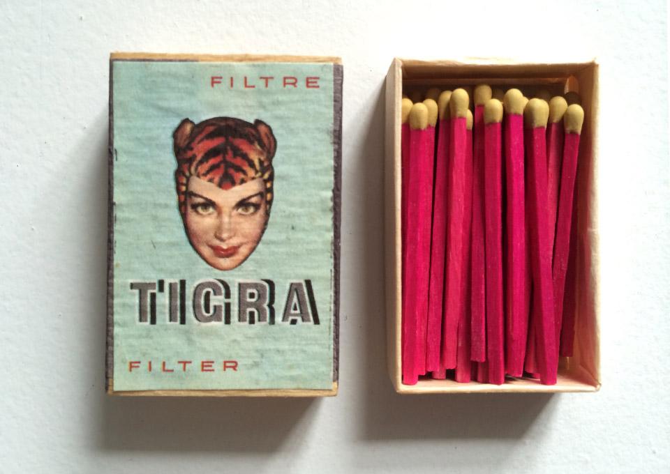 tigra-woman-tabacco-box-light