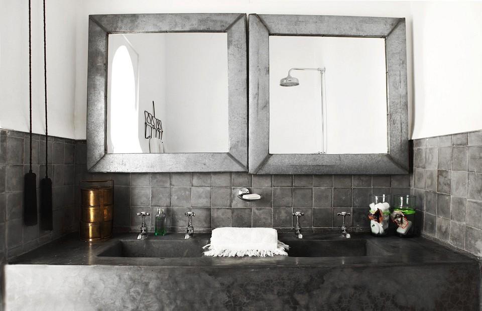 olmassi-suite-bathroom-dar-kawa-linen-vbarkowski