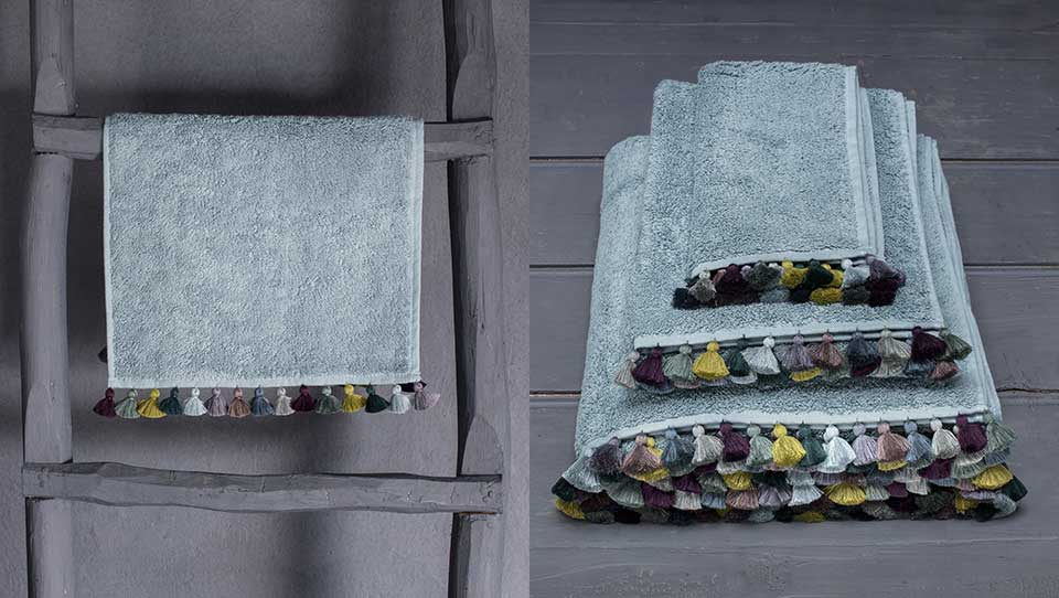 face-towel-handmade-pompons-valerie-barkowski