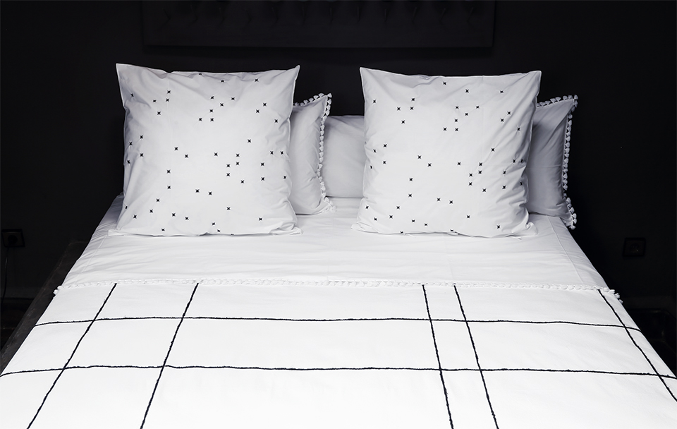 Balck hand embroidery on white high end bed sheet bed cover and pillowcase